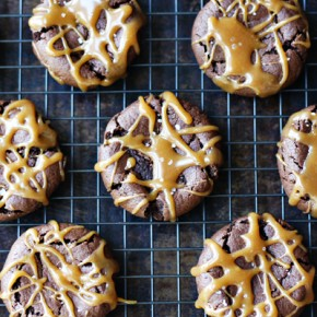 """Dark Chocolate Dreams"" Peanut Butter Cookies with ""The Bee's Knees"" Caramel Drizzle: Sponsored by Peanut Butter & Co."